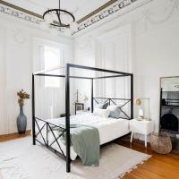 Luxury Artists Condo, hotel in Covington