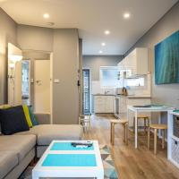 2-Bed Unit with Balcony and BBQ Metres from Beach, hotel in Narrabeen