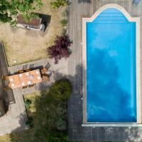 Crazy Villa Ecottay for bachelor parties in the Orne Heated swimming pool, hôtel à La Loupe