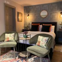 NEW - Private en-suite studio in Cobham