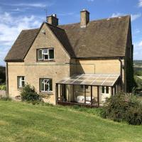 Tranquil 3 bedroom Farmhouse, hotel em Andoversford