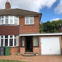 Home2Home Captivating 4-Bed House in Solihull