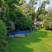 Casa con hermoso Jardin, Pileta y Quincho en Pilar
