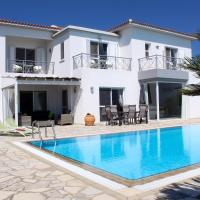 Beautiful 4 Bed Villa with Very Large Pool