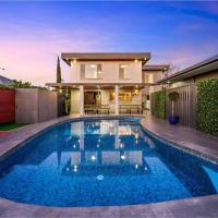 Style, sophistication & charm this home has it all, hotel em Broadview