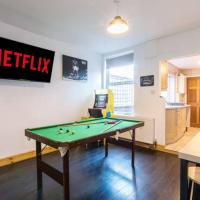 3 Bedroom House with Games Room, Arcade Games and Cinema Room, hotel in Nottingham