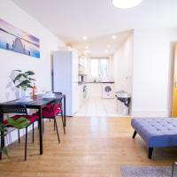 SPACIOUS 2 bed 2 bathroom Apartment with parking! CONTRACTORS & BUSINESS stays Managed by Chique Properties Ltd