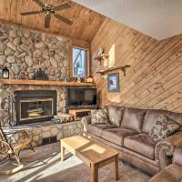 Lutsen Mtn Townhome - 2 Mi to Lake Superior!, hotel in Lutsen