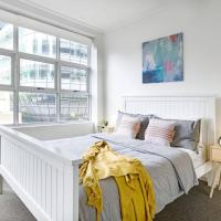 NEW! A Bright & Modern Suite Next to Darling Harbour