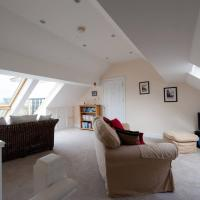 Lighthouse View 2 bed Duplex Penthouse Apartment, hotel in Harwich