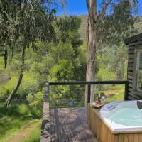 Toorongo River Chalets, hotel in Noojee