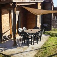 Snug Holiday Home in Ultramort with Terrace near Nature Park