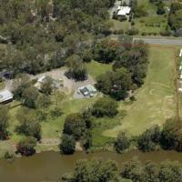 RiverFront 7 bedrooms house with 5 acres land., hotel em Yatala