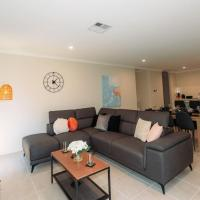 Spacious Murdoch Living - With Putting Green, hotel em Perth