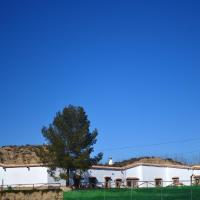 House with 4 bedrooms in Guadix with wonderful mountain view enclosed garden and WiFi 60 km from the slopes, hotel Guadixban