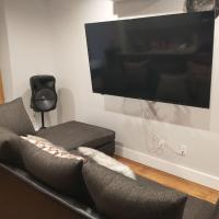 Room in Apartment - Host Your Small Party, Family Reunion And Meetings, hotel in Williamsburg, Brooklyn