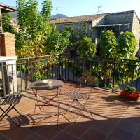 Apartment with 2 bedrooms in Sotillo de la Adrada with wonderful mountain view and terrace, hotel sa Sotillo de la Adrada