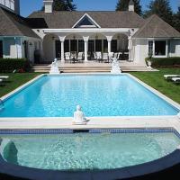 Villa Qadus - Luxury with pool, hotel in Southampton
