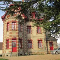 Chateau Lezat - Chambres d'Hotes et Table d'Hotes, hôtel à La Souterraine