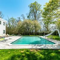 Villa Burak - Luxury with pool, hotel in Bridgehampton