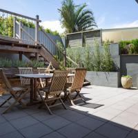 Luxurious Designer Home With Sweeping Ocean Views, hotel em Bilgola