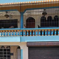 Casa 2do nivel con marquesina, hotel in Bonao