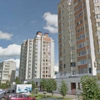 Рядом с центром. Двухкомнатные апартаменты у парка с прудом и Арены-2000, отель в Ярославке