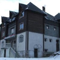 Wood House, отель в Пилипце
