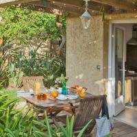 studio for 2 people with private garden and shared swiming pool, hôtel à Calvi près de: Aéroport de Calvi - Sainte-Catherine - CLY