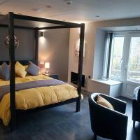 RIVERVIEW - LUXURY PRIVATE SUITE NEAR BEACHES/PUBS