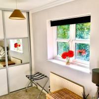 1 bedroom home in Finchampstead, hotel in Finchampstead