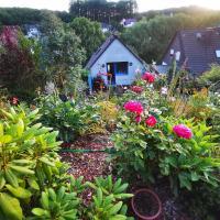 Ferienhaus mit riesen Garten, drei Terrassen, toller Aussicht am Waldrand, auch als Monteur-Wohnung, hotel in Hemer