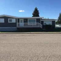 Beautiful Cardston Home (whole house)!, hotel i Cardston