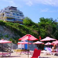 Апартаменти Бяла Клиф на плажа - Apartments Byala Cliff First Line, hotel in Byala