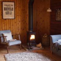 Hillside Log cabin, Ardoch Lodge, Strathyre, hotel in Strathyre