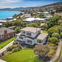 Peaceful Riverside Oasis - Best View In Hobart, hotel em Tranmere