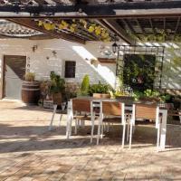 Casa Rural El Olivar de las Pepinas, hotel in Yecla