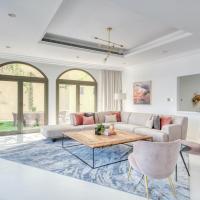 Stella Stays Spectacular 4 BDR Palm Villa Beach Private Pool