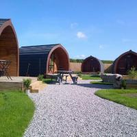 The Little Hide - Grown Up Glamping, hotel in Wigginton