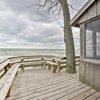 Lake Michigan Waterfront Home 1 Mi to Dtwn!, hotel in Douglas