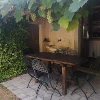 Impeccable 6-Bed Villa in Luogosanto, hotell i Luogosanto