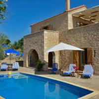Luxury Villa with private Swimming Pool, hotel in Chania
