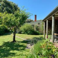 Cherry Plum Cottages, hotel in Port Fairy