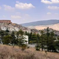 Casa in borgo tipico lucano Colazione inclusa、Trivignoのホテル