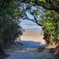 Casa praia - Condomínio Costa do Sol - Bertioga -Guaratuba lado praia - Quadra E