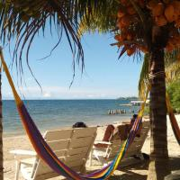 The Pirate's Bay Inn and Captain Morgan's Dive Resort, hotel en Útila