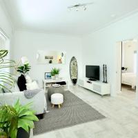 Beautifully renovated quiet unit in Cronulla, hotel em Cronulla
