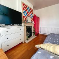 2 Bedroom Flat With Office in Tooting Broadway