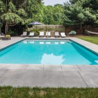 Revive Pool House, hotel in Harbert