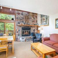 Ski-In, Ski-Out Resort Townhome on Lutsen Mtn, hotel in Lutsen